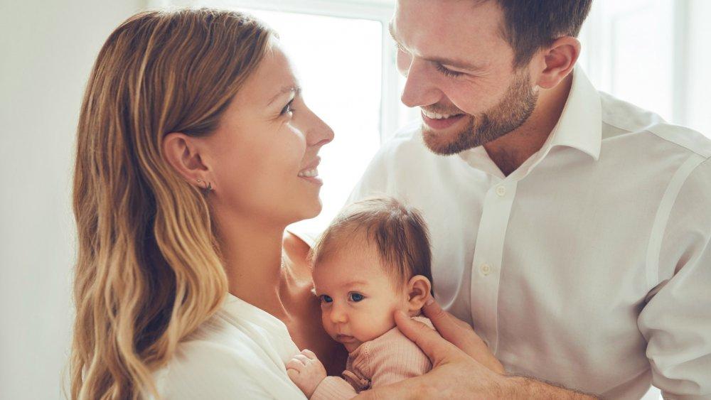 Xem bói sự hợp khắc giữa cung, tuổi, mệnh... vợ chồng